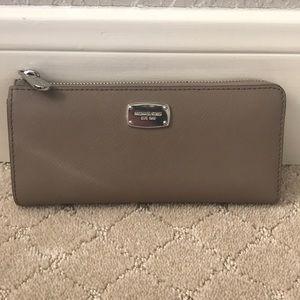 EUC Michael Kors taupe leather zipper wallet
